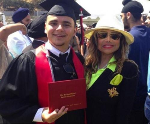 prince-michael-jackson-graduates